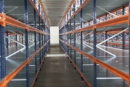 Монтер складских стеллажей высокого складирования в Германии