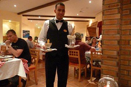 Официант в Болгарии