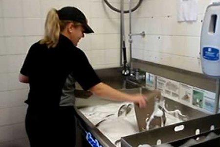 Посудомойщица в Литве