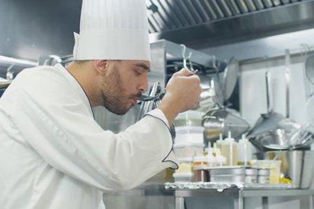 Повар в ресторан украинской кухни в Литве