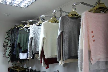 Комплектование одежды на складах интернет магазина в Польше