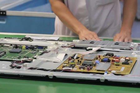 Комплектовщик техники Philips - монтаж и скручивание телевизоров