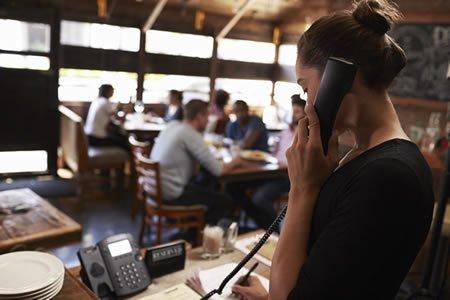 Работа для хостеса по обслуживанию посетителей ресторана в Хорватии