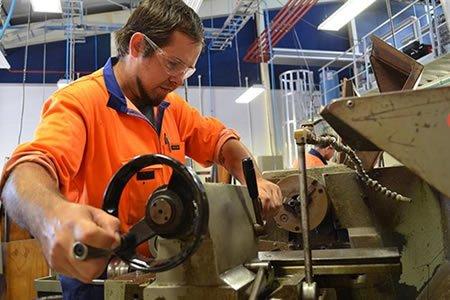 Работа для токаря на производстве в Польше