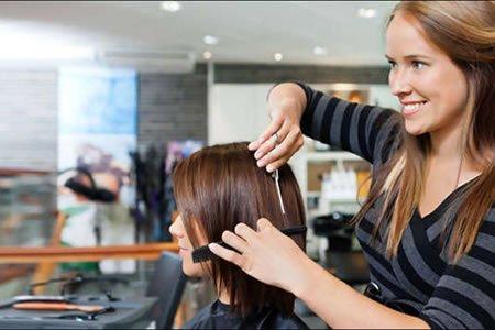 Работа для парикмахера-универсала в г. Нарва (Эстония)