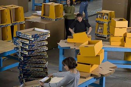 Работа для студентов на упаковку новогодних игрушек в Италии