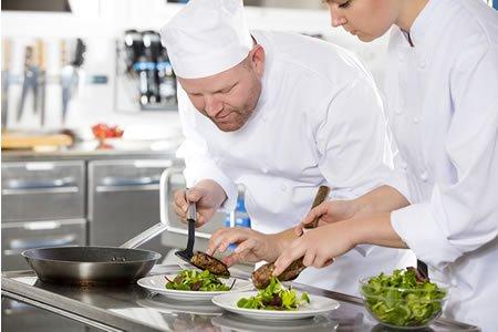 Работа для помощника повара на кухню отеля в Болгарии