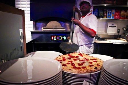 Вакансия для пицейолы в ресторане