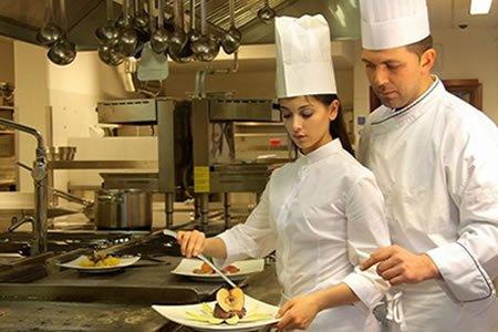 Работа для помощника повара в ресторане