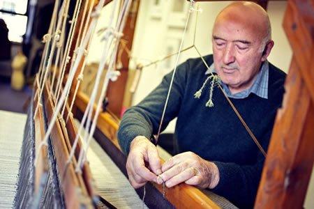 Работа для ткача на фабрике по производству тканей в городе