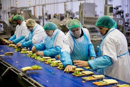 Работа на фабрике по изготовлению багет