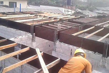 Работа для опалубщика на строителной площадке