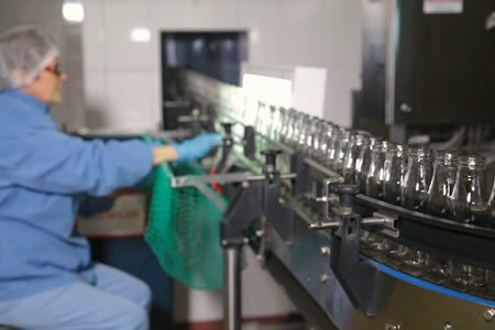 Работа по производству стеклянных изделий