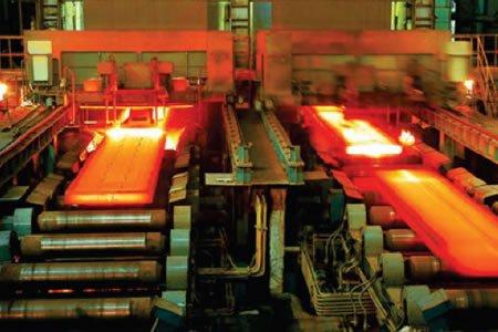 Работник на завод алюминиевого литейного производства