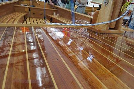 Работа для лакировщика - шлифовщика мебели на яхтах