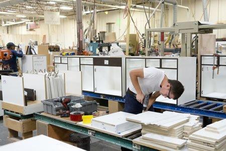 Рабоа для сборщика кухонной мебели на производстве