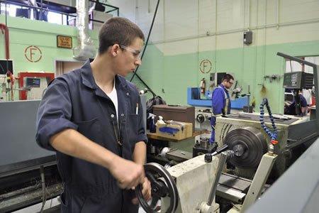 Работа для токаря по металу на производстве