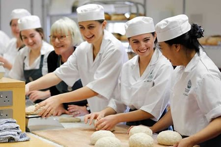 Работа для пекаря в пекарне