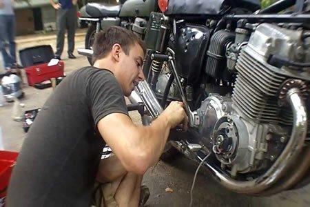 Работа мотослесаря на СТО (ремонт мотоциклов)