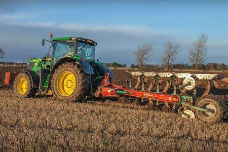 Работа для тракториста в сельском хозяйстве