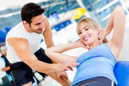 Работа для фитнес-тренера в тренажорном зале