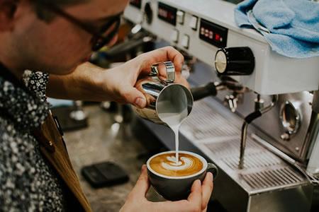 Работа для бариста в кофейне