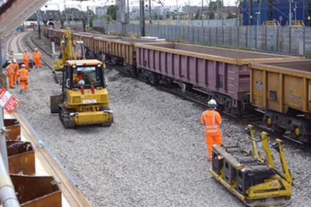 Работа для машиниста бульдозера на ремонте железной дороги