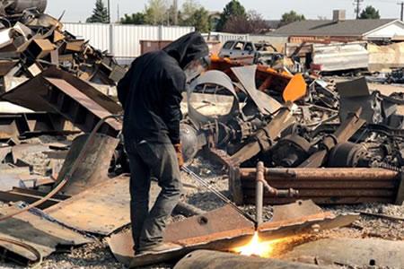 Работа для газорезчика металлолома на производственной площадке