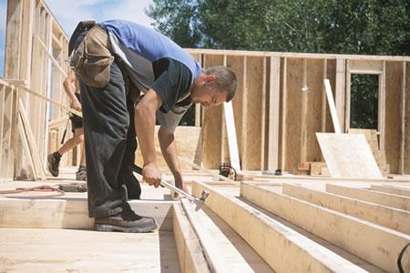 Вакансия для плотника на стройке