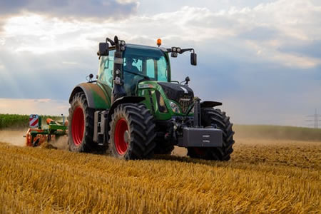 Работа для тракториста-комбайнера в сельском хозяйстве