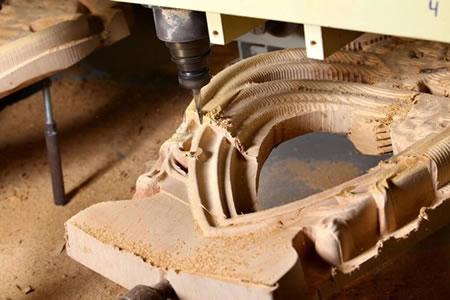 Работа на производстве художественных изделий из дерева