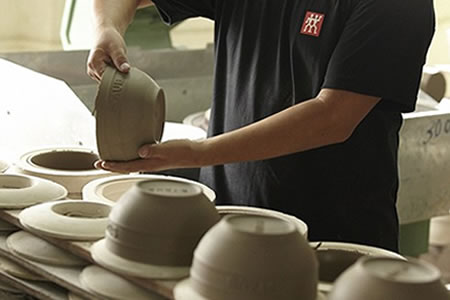Работа на производстве керамики и фарфора