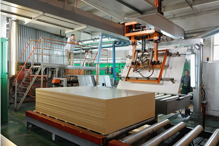 Работа на производстве дерево-стружечных плит