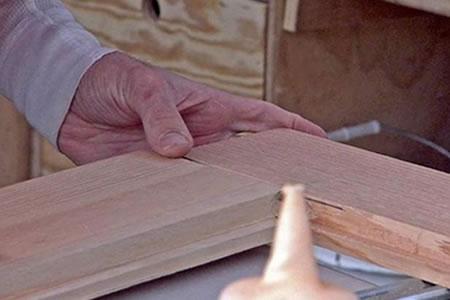 Работа для сборщика изделий из древесины на производстве